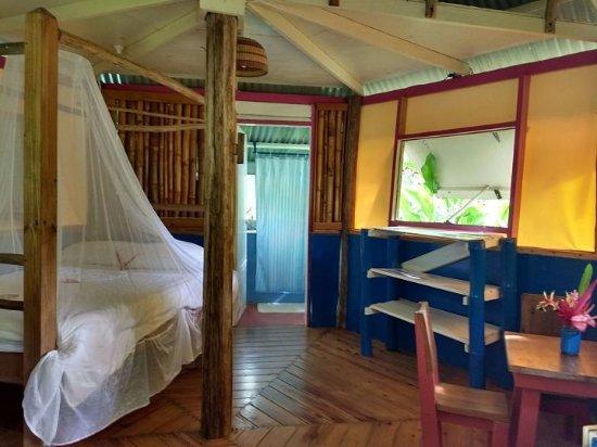 Marigot, Dominica: Carib cottage interior