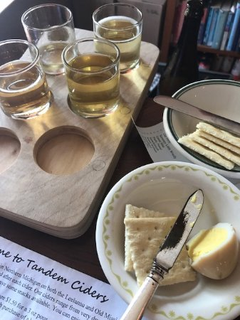 Suttons Bay, MI: Pickled egg and the cider tasting board