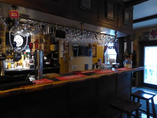 Lion's Head Inn & Restaurant: The look of an old British pub