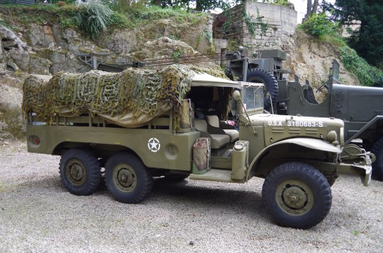 Dodge américain - Picture of Musee Remember 1939 - 1945 Dinan, Lehon