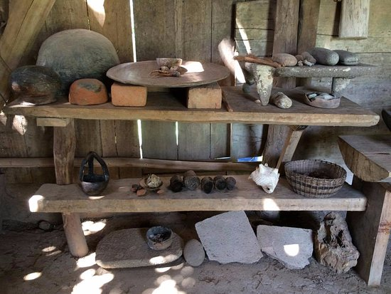 Big Falls, Belice: clay pots, grinding stones and other unique Mayan collections
