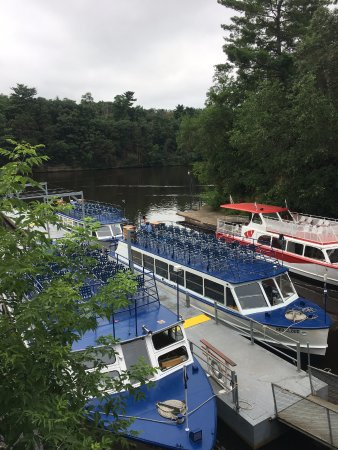 Dells Boat Tours: We stayed on top of cruise boat