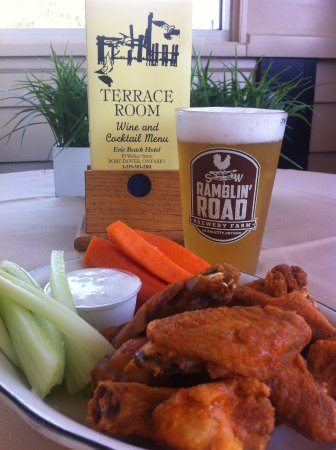 Port Dover, แคนาดา: Chicken wings in the Terrace Room