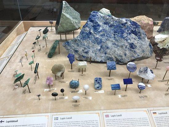 Kemin Jalokivigalleria (Kemi Gemstone Gallery): Små ädelstenar från stora stenar