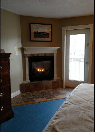 Fireside Inn & Suites at Lake Winnipesaukee: Our beautiful fireplace