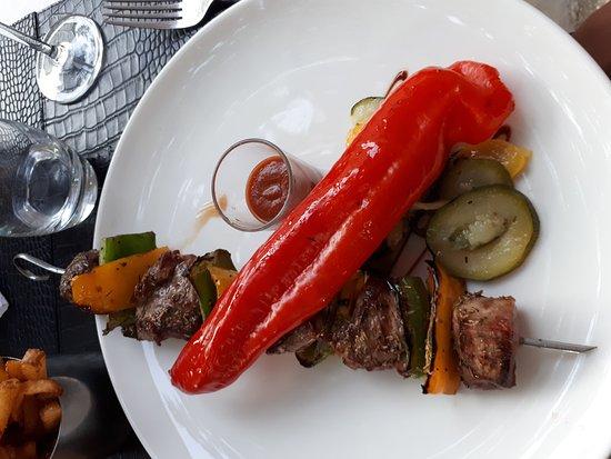 Mirepoix, Francja: Ottima cena, tutti i piatti scelti erano di eccellente qualità, servizio attento e curato, ambie