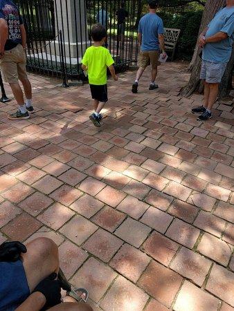 Mount Vernon, VA: Brick pathway near tomb.