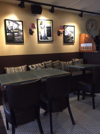 Millerton, Estado de Nueva York: tables in cafe