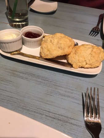 Millerton, Nowy Jork: scones with jam and french butter