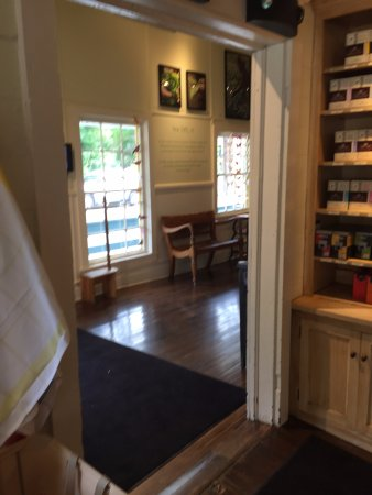 Millerton, NY: entrance to tea tasting room from gift shop
