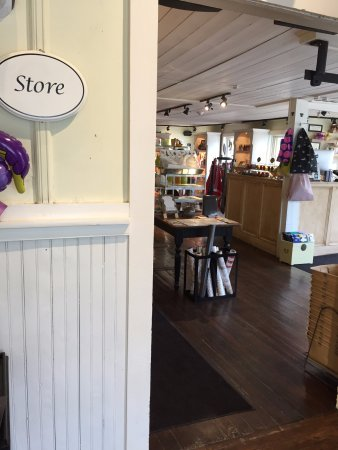 Millerton, NY: view into gift shop from tea tasting room