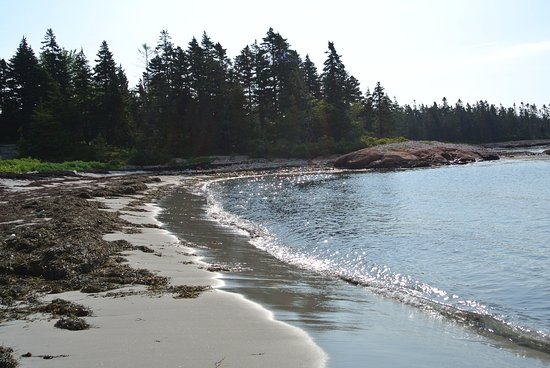 Prospect Harbor, ME: Do you see why we come back to this beautiful beach and Inn?