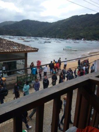 Beira Mar Hostel & Suites: vista para a praia de abraão