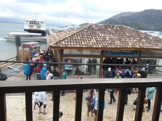 Beira Mar Hostel & Suites: vista para o porto, em frente à pousada
