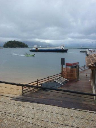 Beira Mar Hostel & Suites: vista da barca, chegando em Abraão