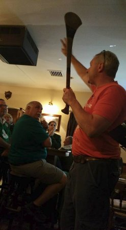 Malzards Pub : Learning about hurling