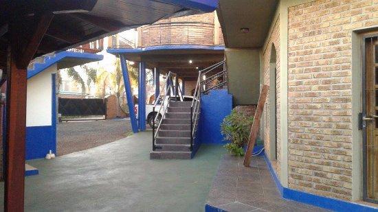 Jardin America, Argentina: Estacionamiento