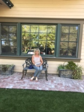 Santa Ynez, CA: Viewing the beautiful grounds with fire pits, lawns and fireplace and lots of outdoor seating