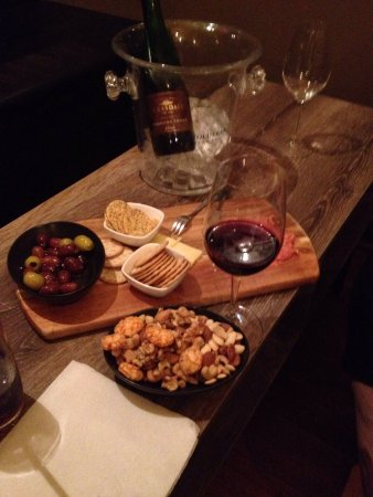 Moonee Ponds, Australia: Absolutely scrumptious cheese / charcuterie boards - a must with the fab range of wines!