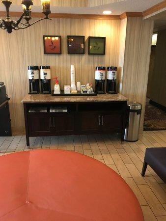 Hampton Inn Sturgis-Lagrange Area: coffee area