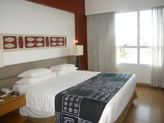 Caesar Business Manaus: Quarto amplo e cama super confortável