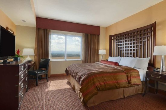 Embassy suites by hilton loveland hotel spa and conference center updated 2017 prices for Bedroom expressions fort collins