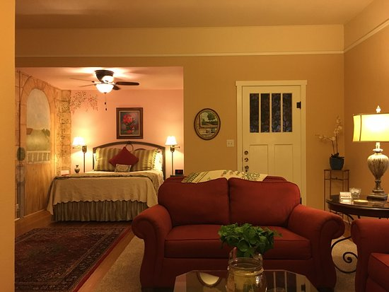 Magnolia House Bed and Breakfast: photo3.jpg