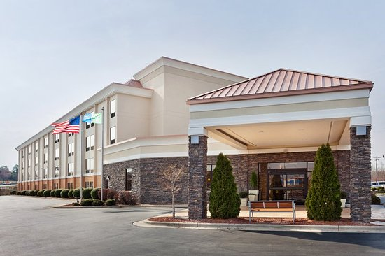 Holiday Inn Express Greensboro-Wendover: Our Greensboro hotel is right off I-40 and Wendover Avenue