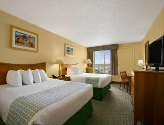 Ramada Plaza Nags Head Oceanfront: Guest Room