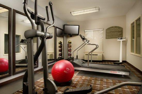 هوليداي إن إكسبرس هوتل أند سويتس تشامبرسبرج: Work out in our 24-Hour Fitness Center