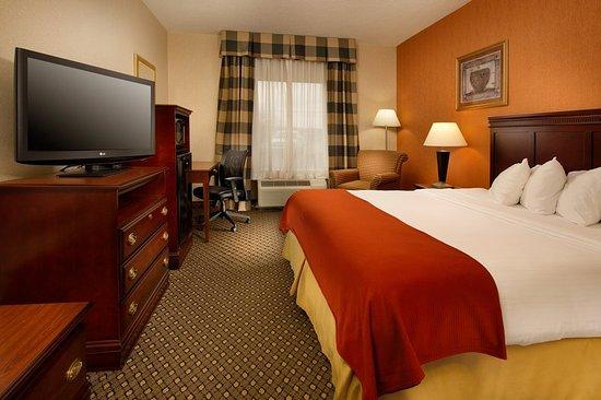 Chambersburg, Πενσυλβάνια: King Bed Guest Room has mini-fridge, microwave, Keurig & free WiFi