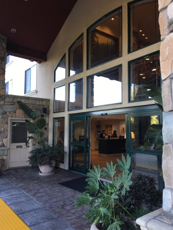 Hilton Santa Cruz / Scotts Valley: Entrance of hotel