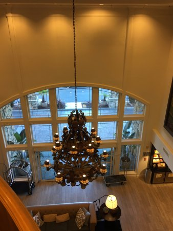 Hilton Santa Cruz / Scotts Valley: View from mezzanine into lobby