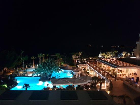 Mediterranean Beach Hotel: 20170702_225949_large.jpg