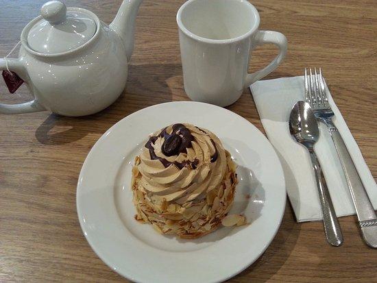 Langley City, Canadá: Mocha Torte, Mattu's Coffee and Tea, Langley, BC