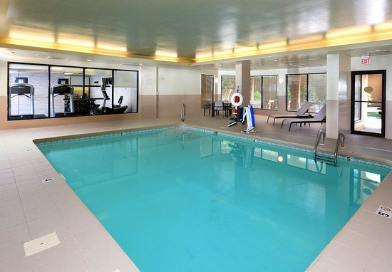 Courtyard Beckley: Indoor Pool