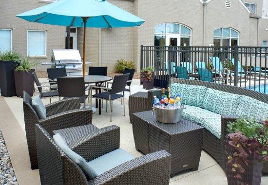 Γουόρεν, Μίσιγκαν: Outdoor Patio and Grill
