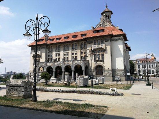 Constanta County, Romania: Stare Miasto pełne kontrastów. Przyjemne restauracje i kafejki