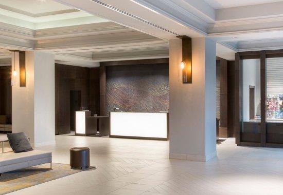 Franklin Marriott Cool Springs: Front Desk & Lobby