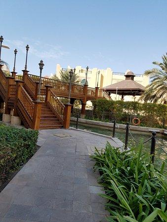 Shangri-La Hotel, Qaryat Al Beri, Abu Dhabi: Path to souk