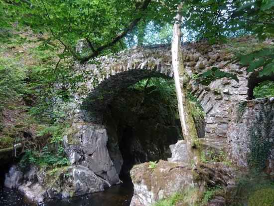 Dunkeld, UK: Ancient Bridge