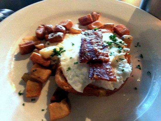 Cafe 123: Breakfast Sandwich