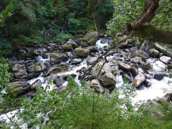 Dunkeld, UK: River cascade