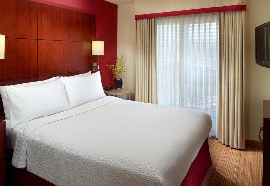 Alpharetta, GA: One-Bedroom Suite Sleeping Area