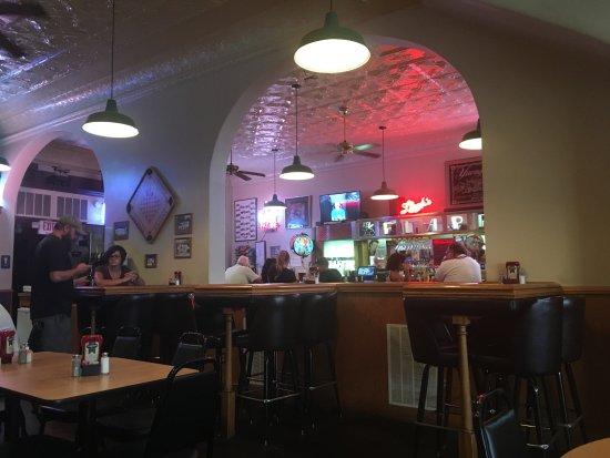 Mount Vernon, OH: Inside looking toward bar