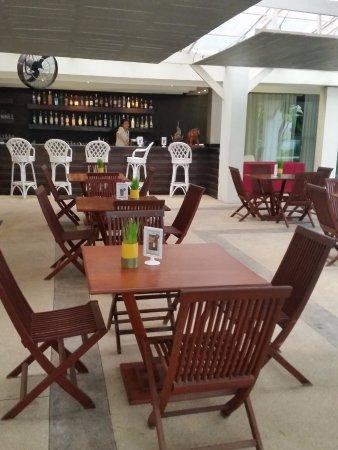 โรงแรม เมอร์เคียว เวียงจันทน์: Bar area