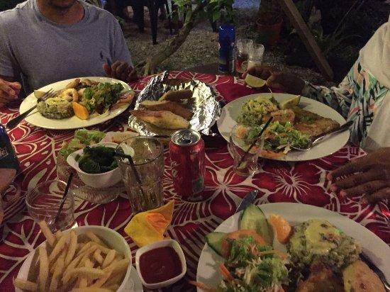 Tumunu Tropical Garden Bar & Restaurant Photo