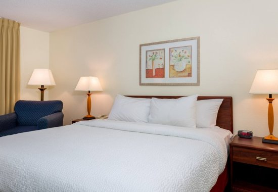 Independence, MO: King Guest Room Sleeping Area