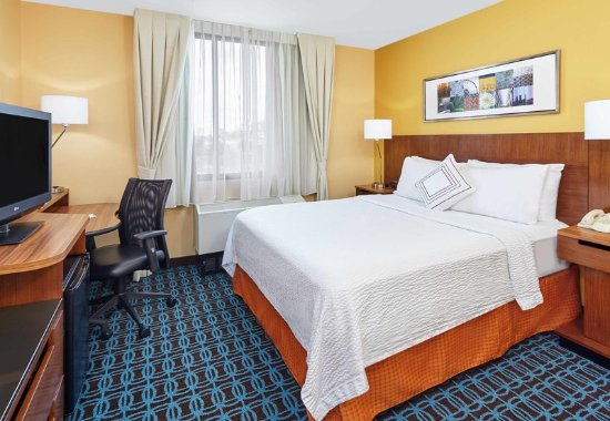 Lombard, IL: Queen Guest Room