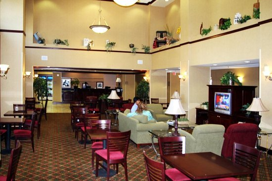 Hampton Inn & Suites Lafayette: Lobby Sitting Area